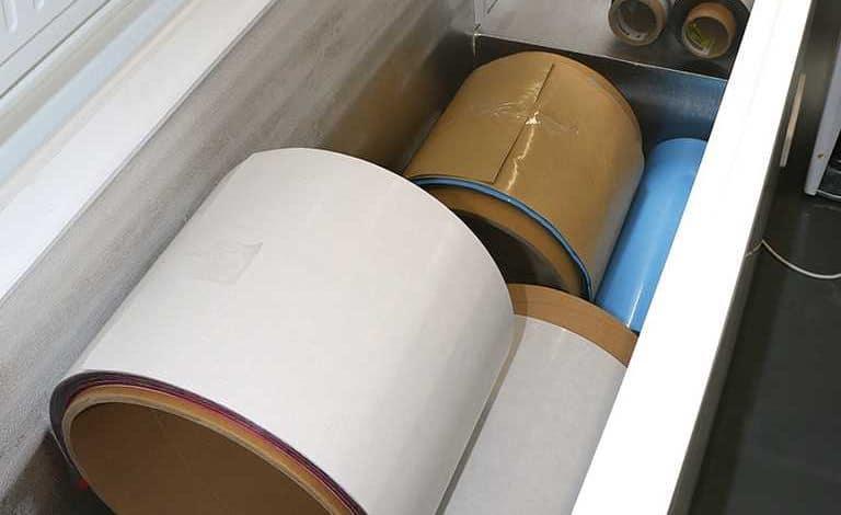 Le carbone est stocké en rouleau dans des congélateurs.