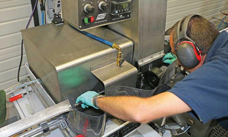 Cette machine qui a une puissante impressionnante permet de séparer les blanks des mandrins après cuisson!